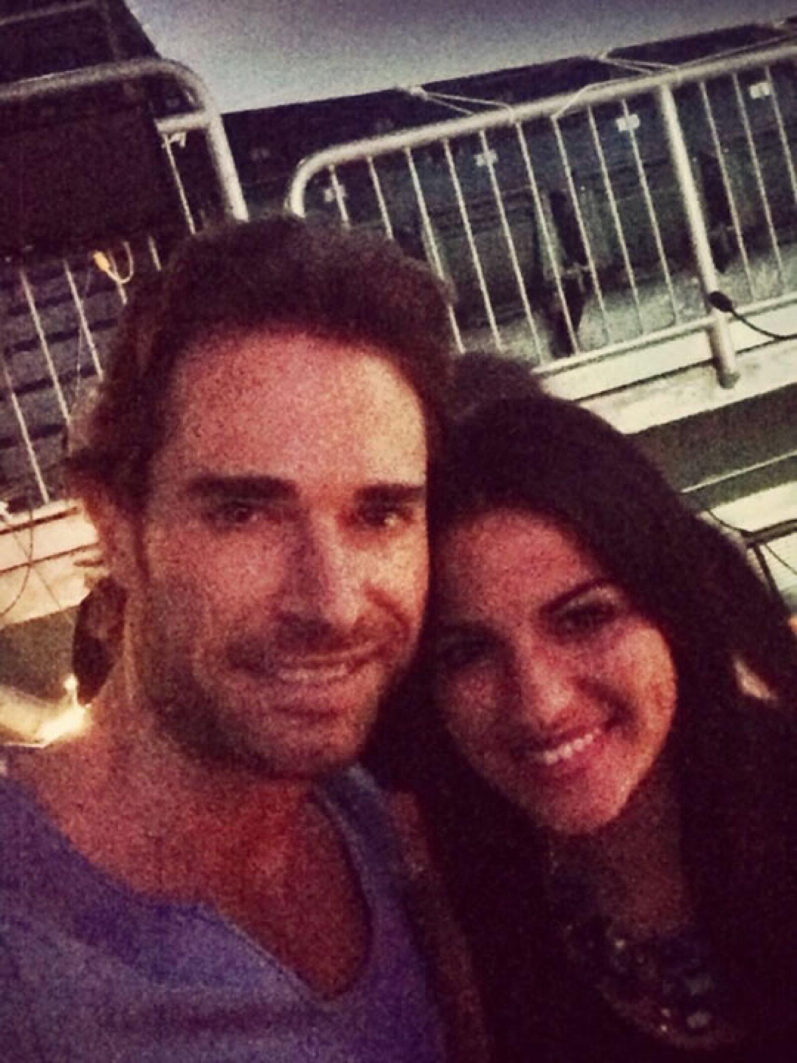 El novio de Aracely Arámbula también aprovechó para tomarse una foto con Maite Perroni.