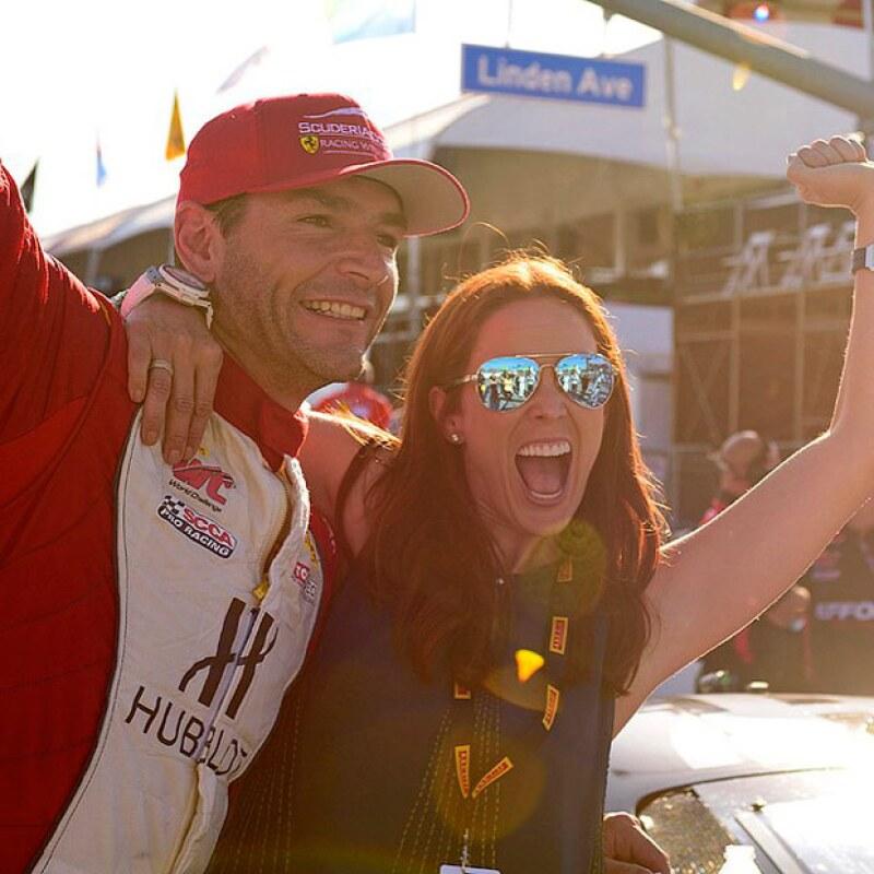 Más felices que nunca, la pareja presumió la victoria de Martín, quien ganó la competencia en Pirelli World Challenge.