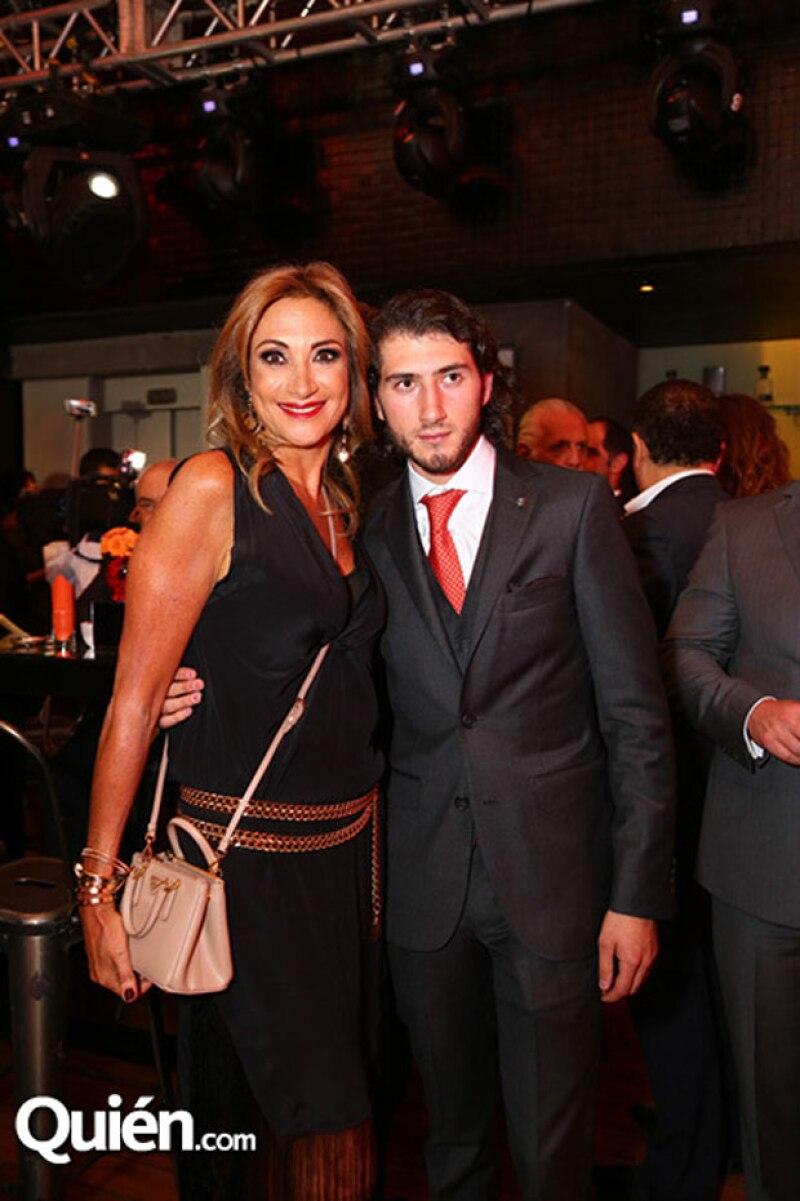 Carlos estuvo acompañado por su madre, Adela Micha, durante el lanzamiento de la app, SpeakOn en el hotel Habita.