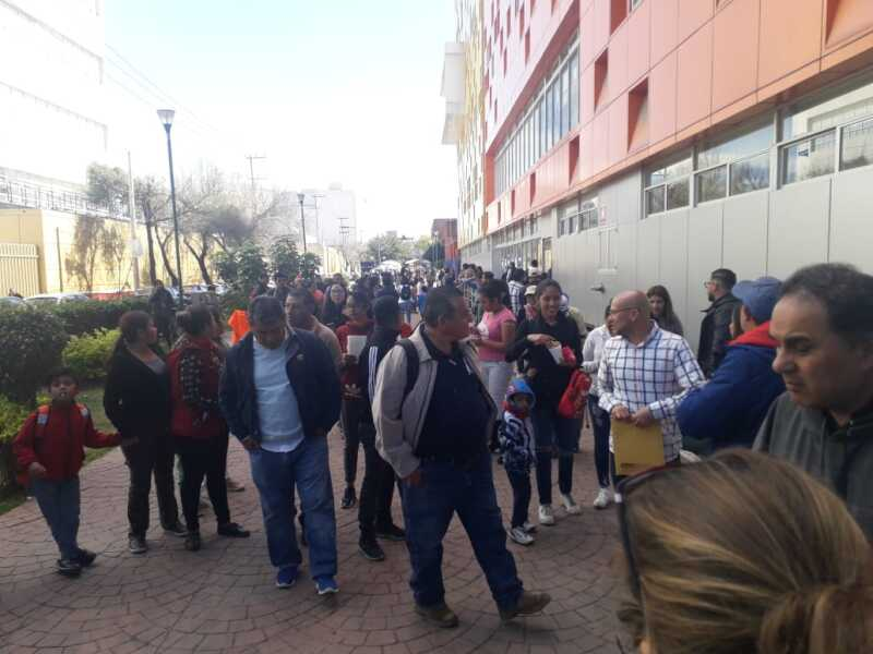 Los padres de los niños marchan del Hospital Infantil a Segob.