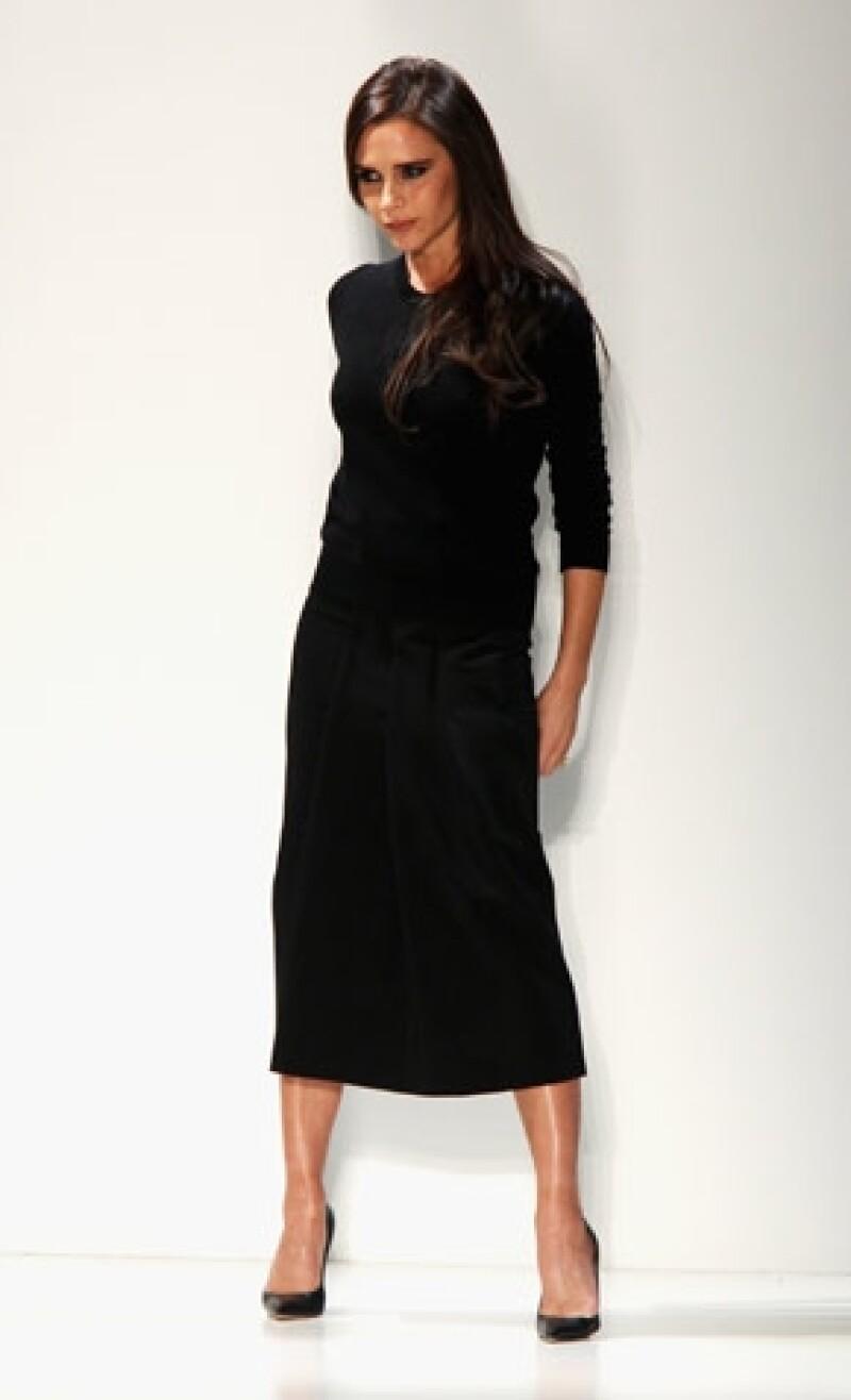 La ex Spice Girl empezó diseñando vestidos que se adaptaban a sus necesidades, para más tarde empezar a experimentar con nuevos estilos.