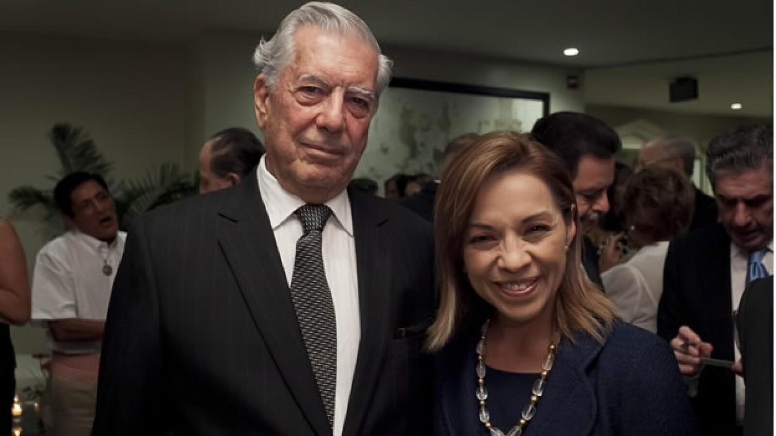 Vázquez Mota se reune con Vargas Llosa