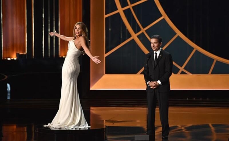 La actriz colombiana ha defendido su participación en la gala de los premios Emmy, donde para muchos actuó de mera mujer &#39florero&#39.