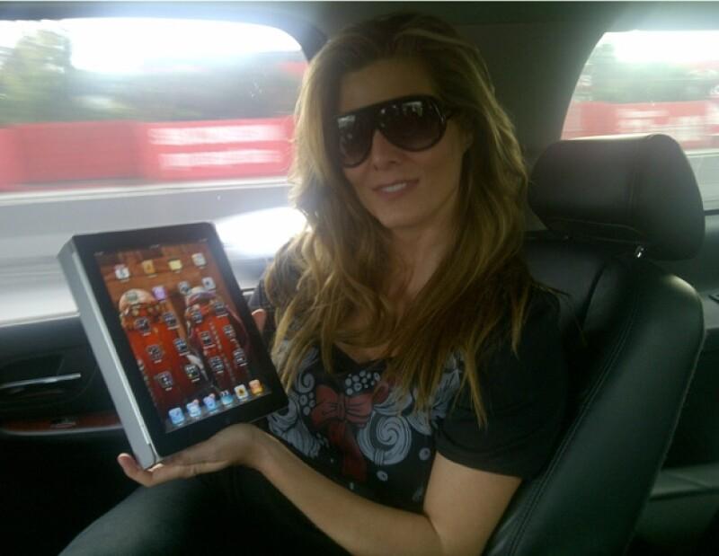 Monserrat Oliver posó feliz con su iPad.