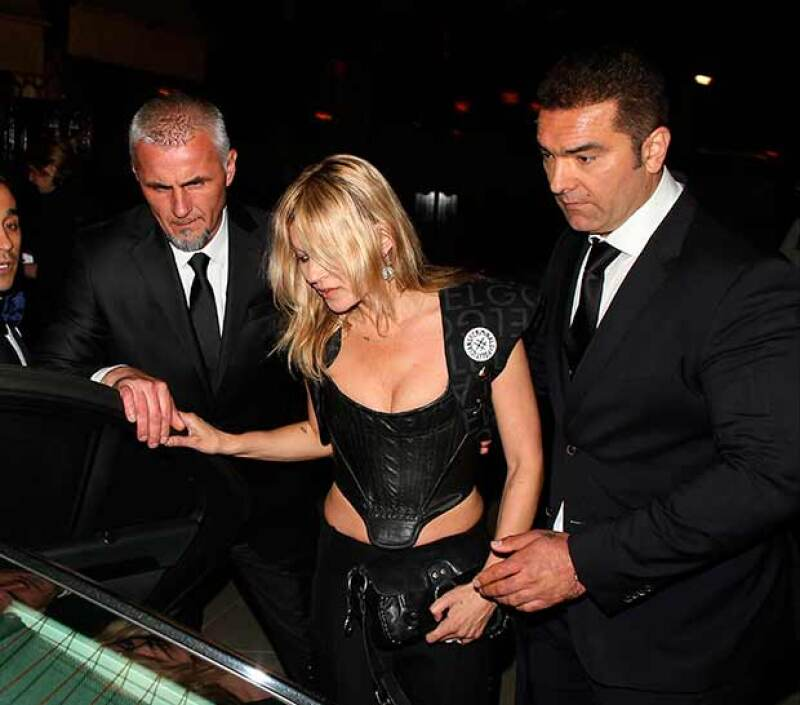 Se dice que la modelo salió con algunas de copas de Moss de exclusivo club en Londres.