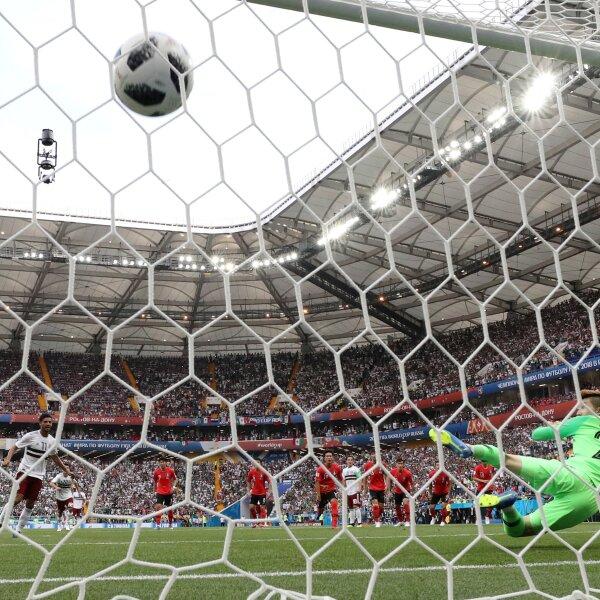 El gol de Vela, en otro ángulo