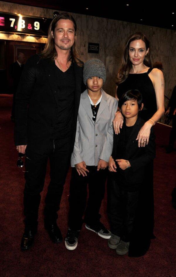 Angelina Jolie con Brad Pitt, Maddox y Pax, muy fashionistas.