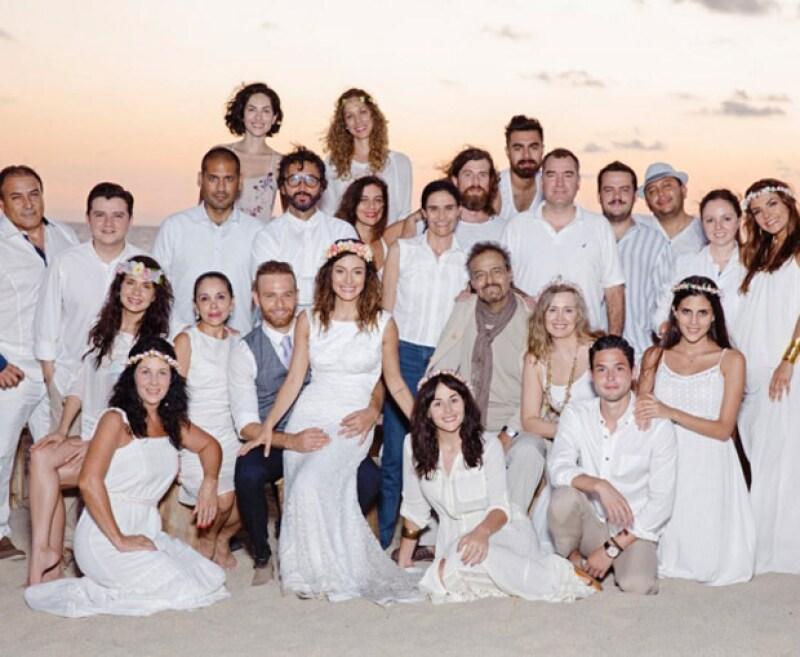 Las actrices y hermanas hicieron uso de sus redes sociales para pedir donadores para ayudar a su padre, Gonzalo Vega.