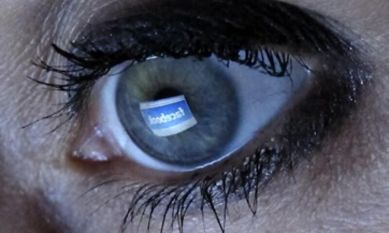 La red social pasó el umbral de los 1,000 millones de usuarios este mes. (Foto: Reuters)