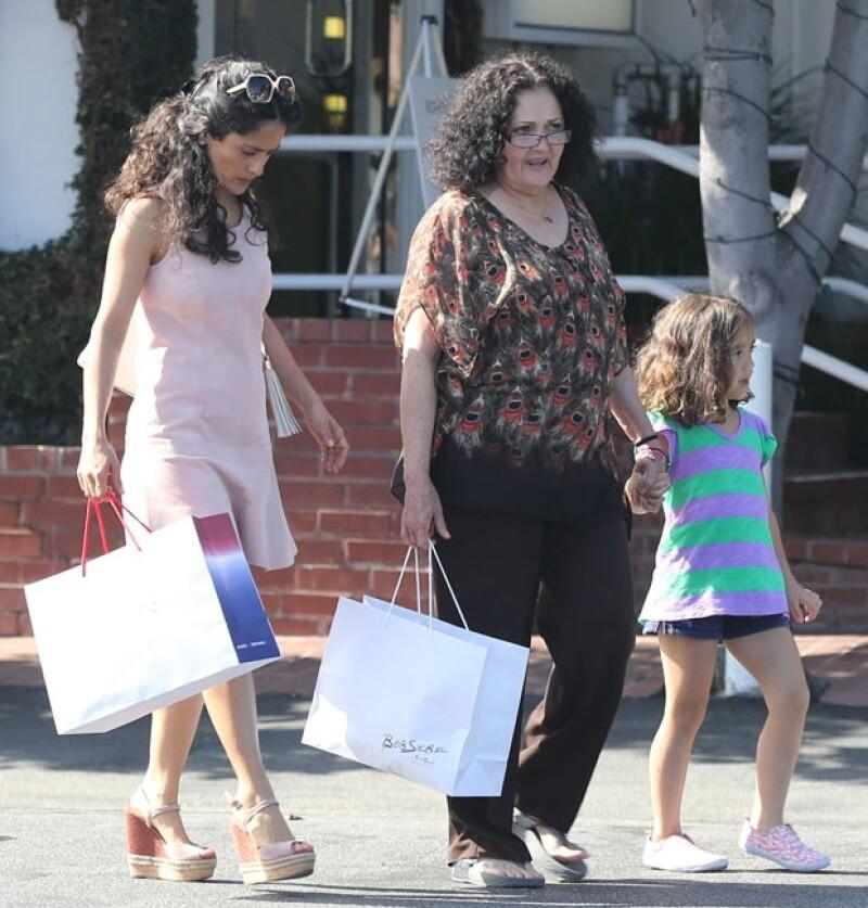 Salma, su mamá Diana y la pequeña Valentina Paloma compartieron un lindo momento de shopping al acudir a la exclusiva tienda Fred Segal.