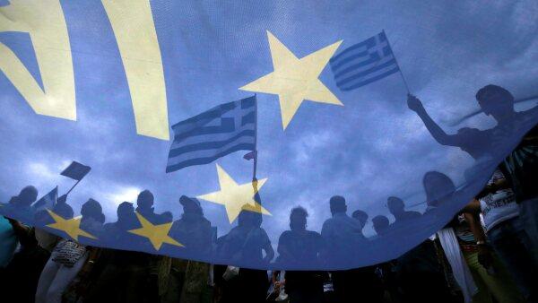 180820 grecia bandera reu.jpg