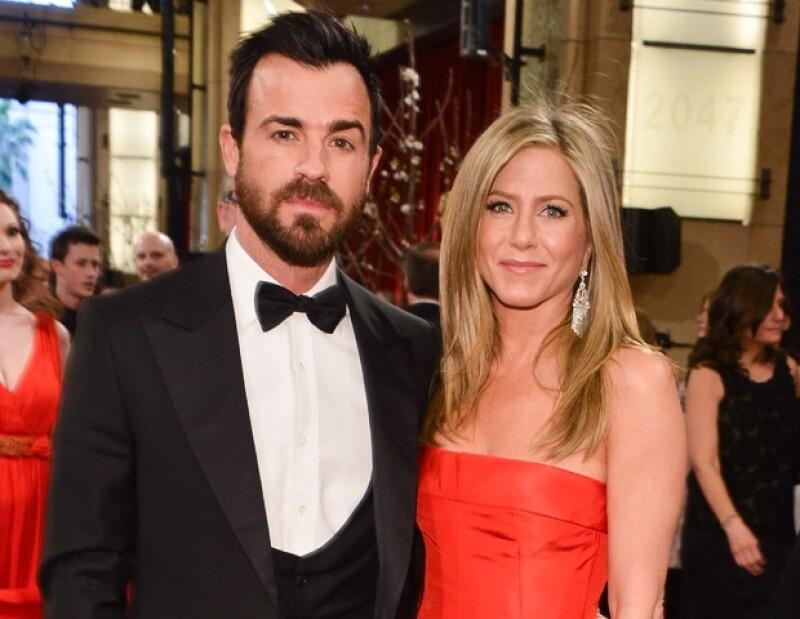 Jennifer y Justin se comprometieron hace más de dos años y desde ese momento han estado aplazando su boda.