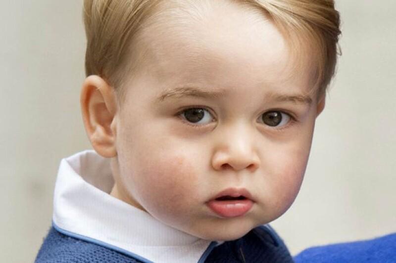 El principe George es encantado al igual que su casi gemelo Cruz.