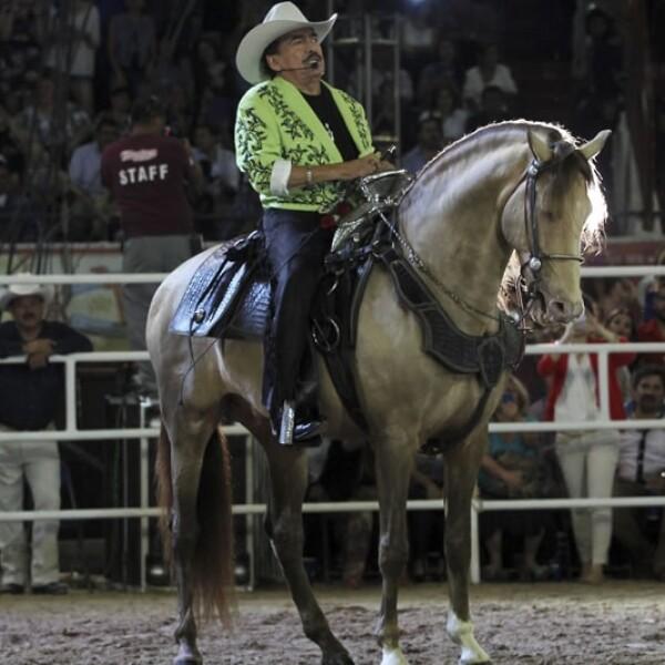 ?El rey del jaripeo? ofrecía un espectáculo a caballo durante la mayoría de sus presentaciones por el territorio mexicano