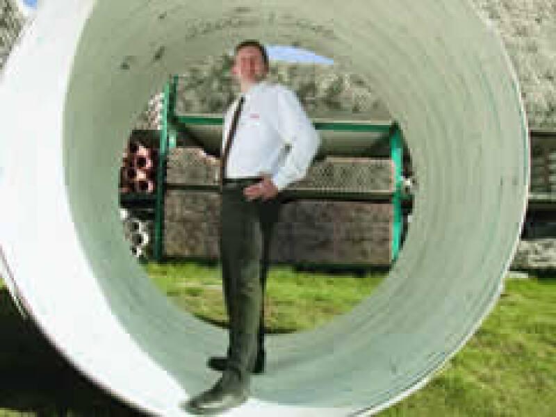 En pie de lucha. Para Francisco Piedra, director de la fabricante de tubos de PVC Durman Esquivel México, Mexichem es un monopolio.(Foto: Gilberto Contreras)