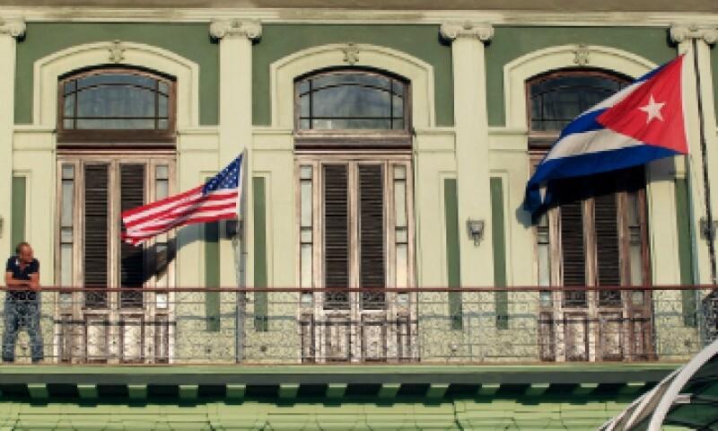 En julio de 2015 la bandera estadounidense volvió a ondear en la embajada. (Foto: Reuters)
