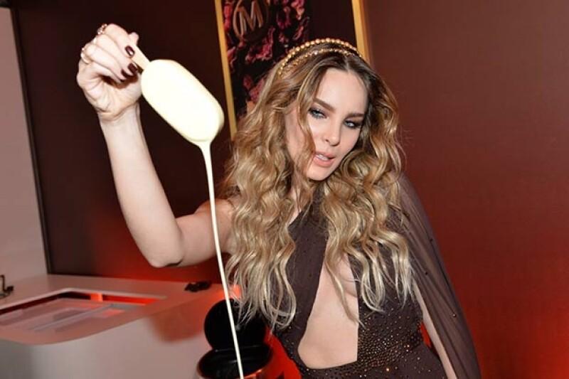 La mexicana lució un revelador diseño durante el festejo de la marca de helados que la invitó al festival cinematográfico.