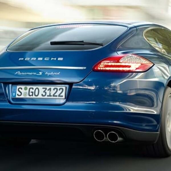 El automóvil es capaz de alcanzar los 100 kilómetros por hora (km/h) en apenas seis segundos y llega a una velocidad límite de 270 Km/h.