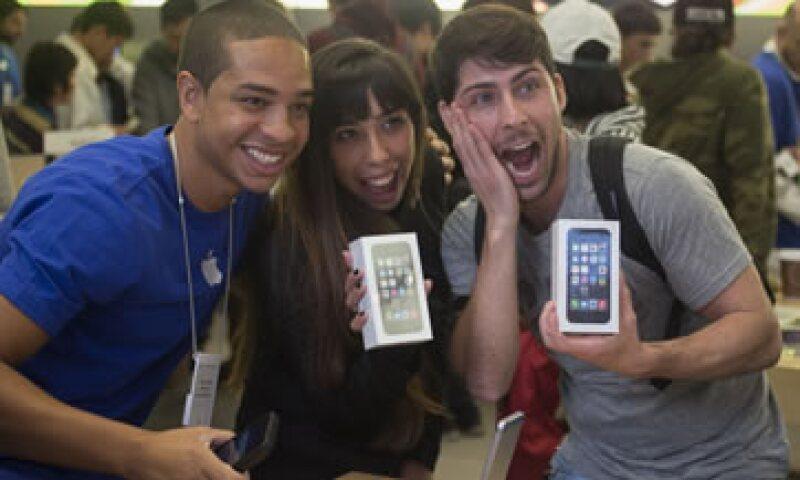 Apple ha apostado por las novedades externas y no tanto por las internas, según sus críticos. (Foto: Reuters)