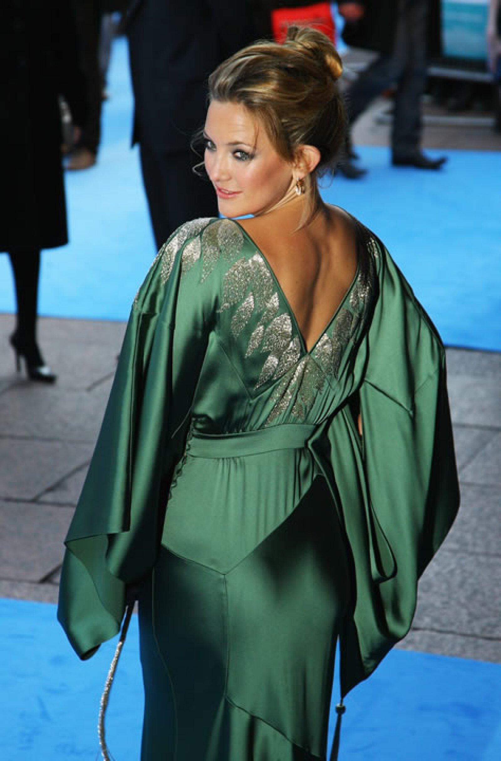 Nos encanta el vestido de Drew Barrymore (su pelo es otra historia).