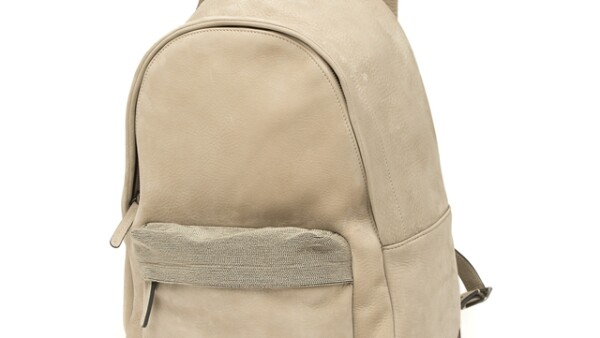 Brunello Cucinelli: Rucksack. ¡La mochila más sporty y chic del momento! Ideal para viajar cómoda y llevar lo que más necesitas. boutique.brunellocucinelli.com