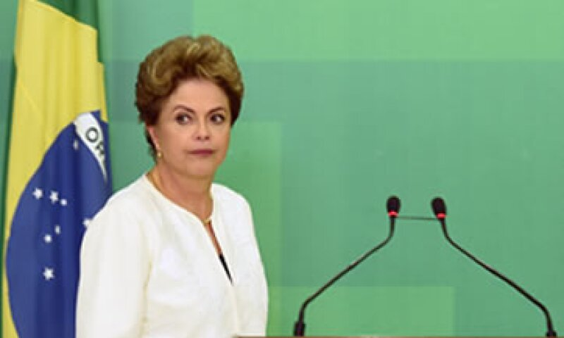 La crisis económica obligó a Rousseff a impulsar un plan de austeridad -nunca anunciado en la campaña- que ha chocado con una impresionante resistencia en el Congreso, incluso de su propio partido. (Foto: AFP)