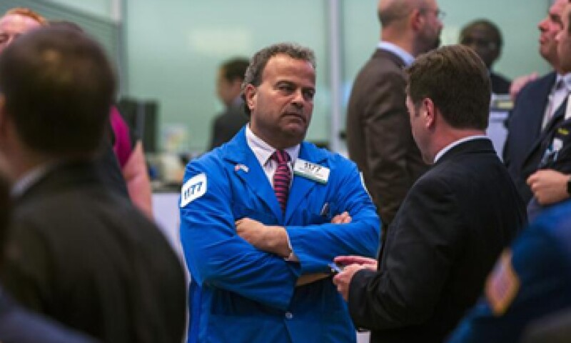 A la ansiedad de los inversores se sumó que fueron interrumpidas las operaciones en la Bolsa de Valores de Nueva York.   (Foto: Reuters )