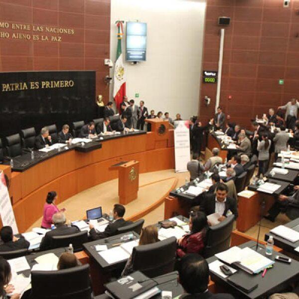 Las comisiones de Puntos Constitucionales, la de Estudios Legislativos y la de Energía de la Cámara de Senadores aprobaron este lunes en lo general el dictamen en materia energética; y dio inicio la discusión en lo particular.