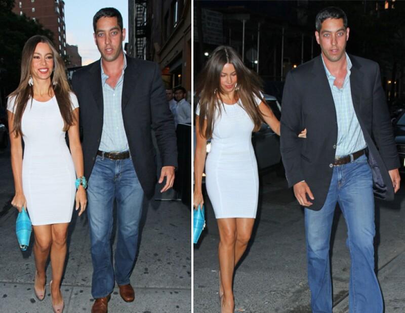 La colombiana y su pareja, Nick Loeb fueron vistos ayer por la noche saliendo de un restaurante en Nueva York, donde la actriz no dejó el brazo del que sigue siendo su novio.