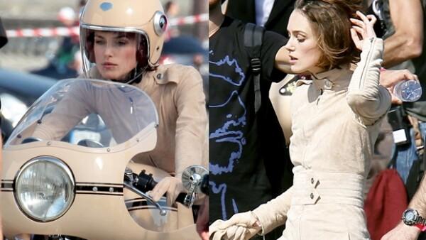 La actriz se subió a una moto vintage en París para grabar el nuevo comercial de la fragancia Coco Mademoiselle de Chanel, dirigida por Joe Wright.