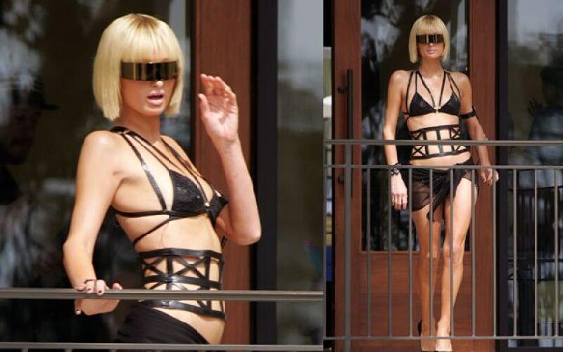 La heredera de los hoteles posó con un traje de baño de piel negro durante un shooting que realizó en el hotel Santa Monica el jueves pasado.