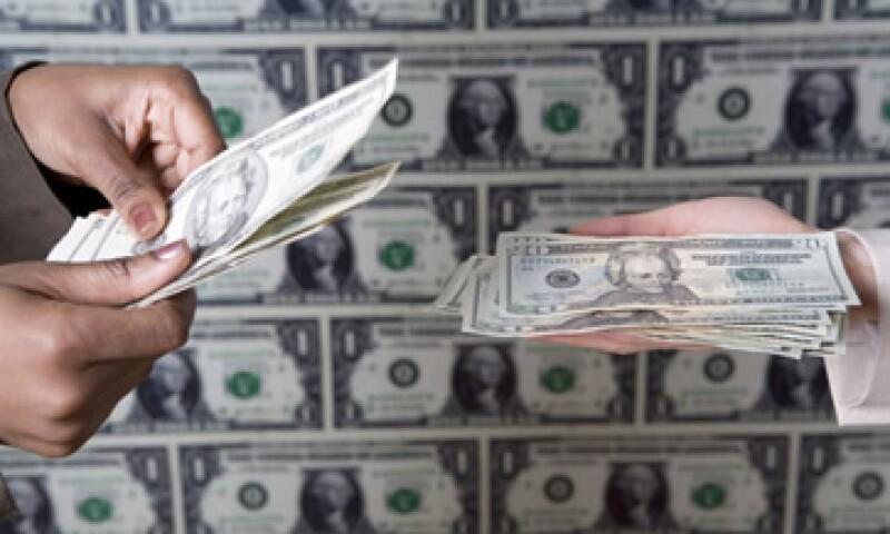 Banxico fijó el tipo de cambio en 12.9669 pesos para solventar obligaciones denominadas en moneda extranjera. (Foto: Getty Images)