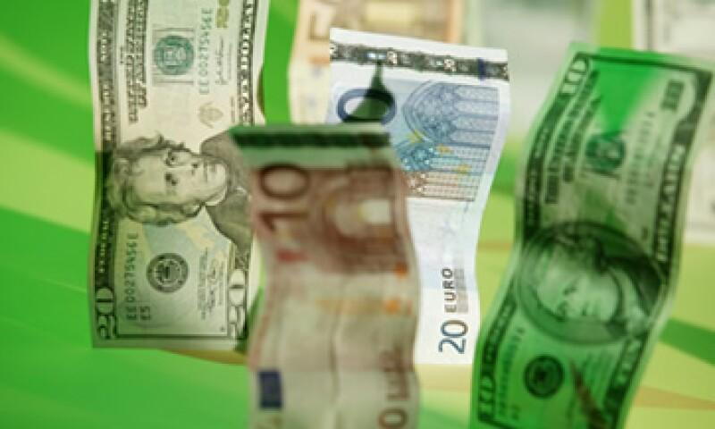 El dólar se vería devaluado por un nuevo estímulo monetario de la Fed. (Foto: ThinkStock)