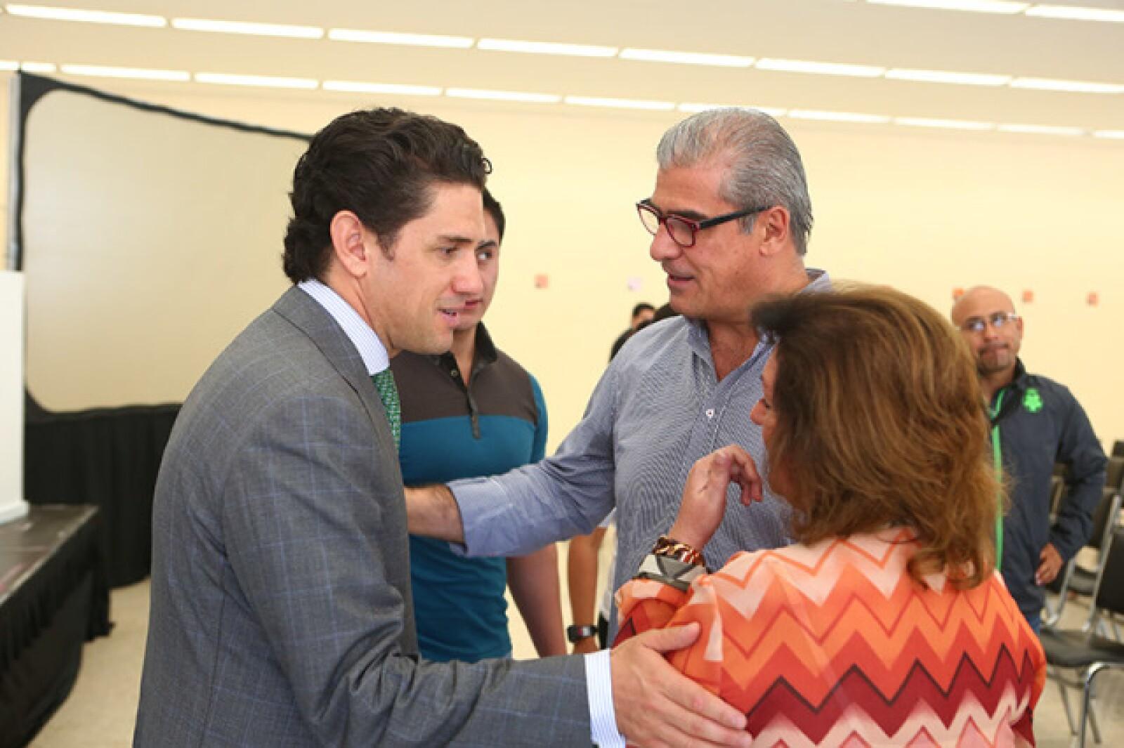 Alejandro Irarragorri, César y Adriana Deschamps
