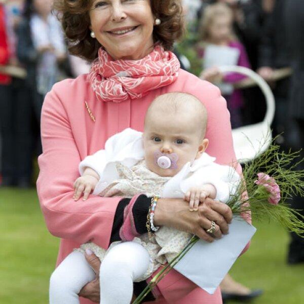 Con su abuela, la Reina Silvia de Suecia.