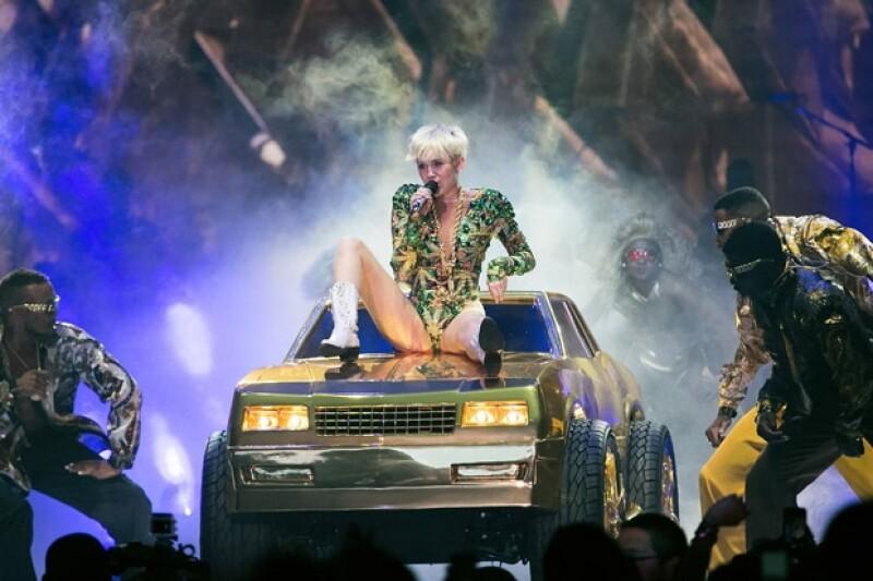 Miley escribió en Twitter que ella advirtió sobre el contenido de su show.