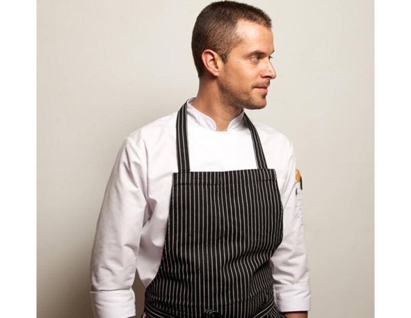 Los ingredientes principales del platillo de Pedro Abascal son la jaimaca y la col morada.