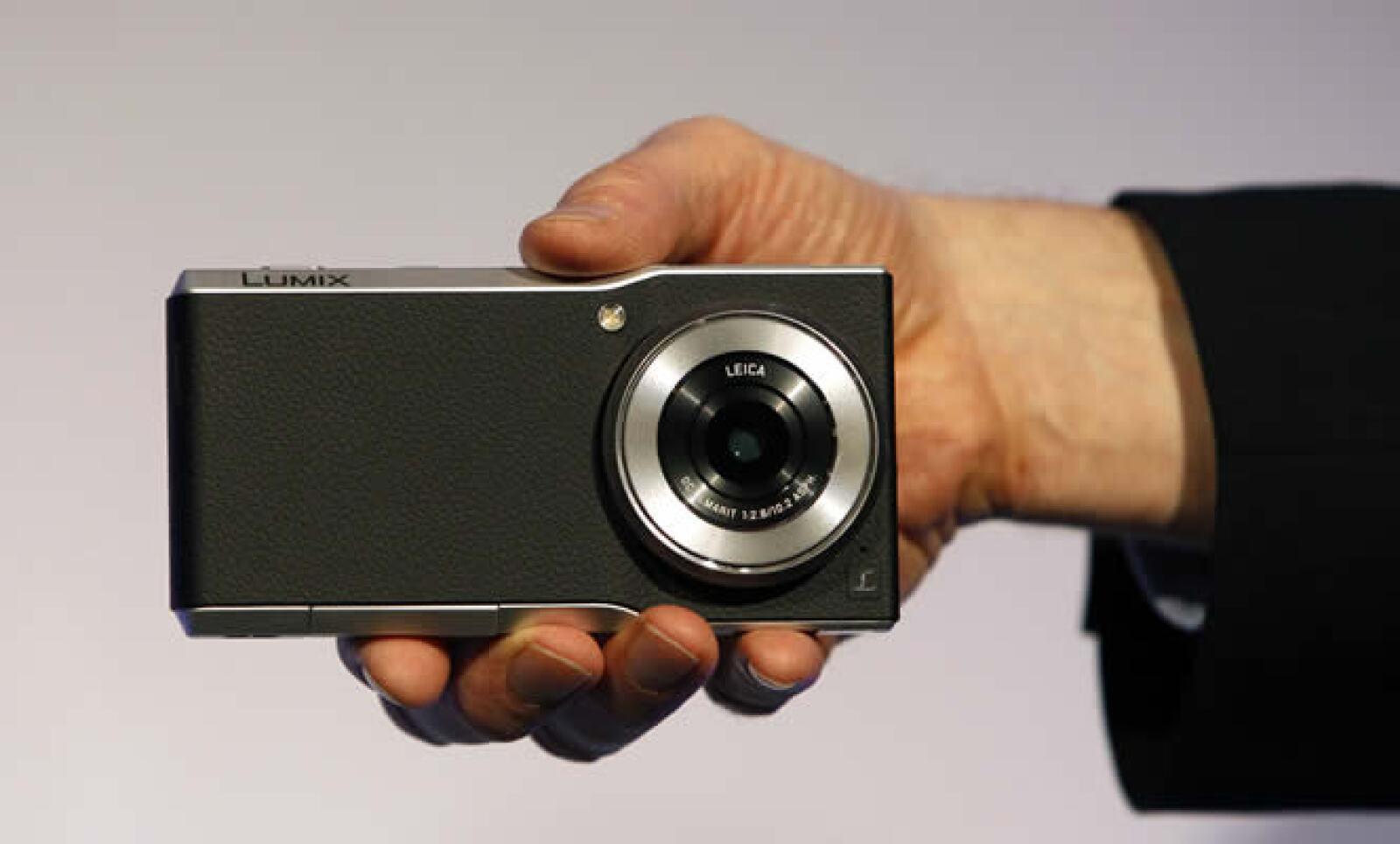 La Lumix CM1 de Panasonic es cámara y es celular para quien gusta de tomar fotos sin desprenderse de tu teléfono.