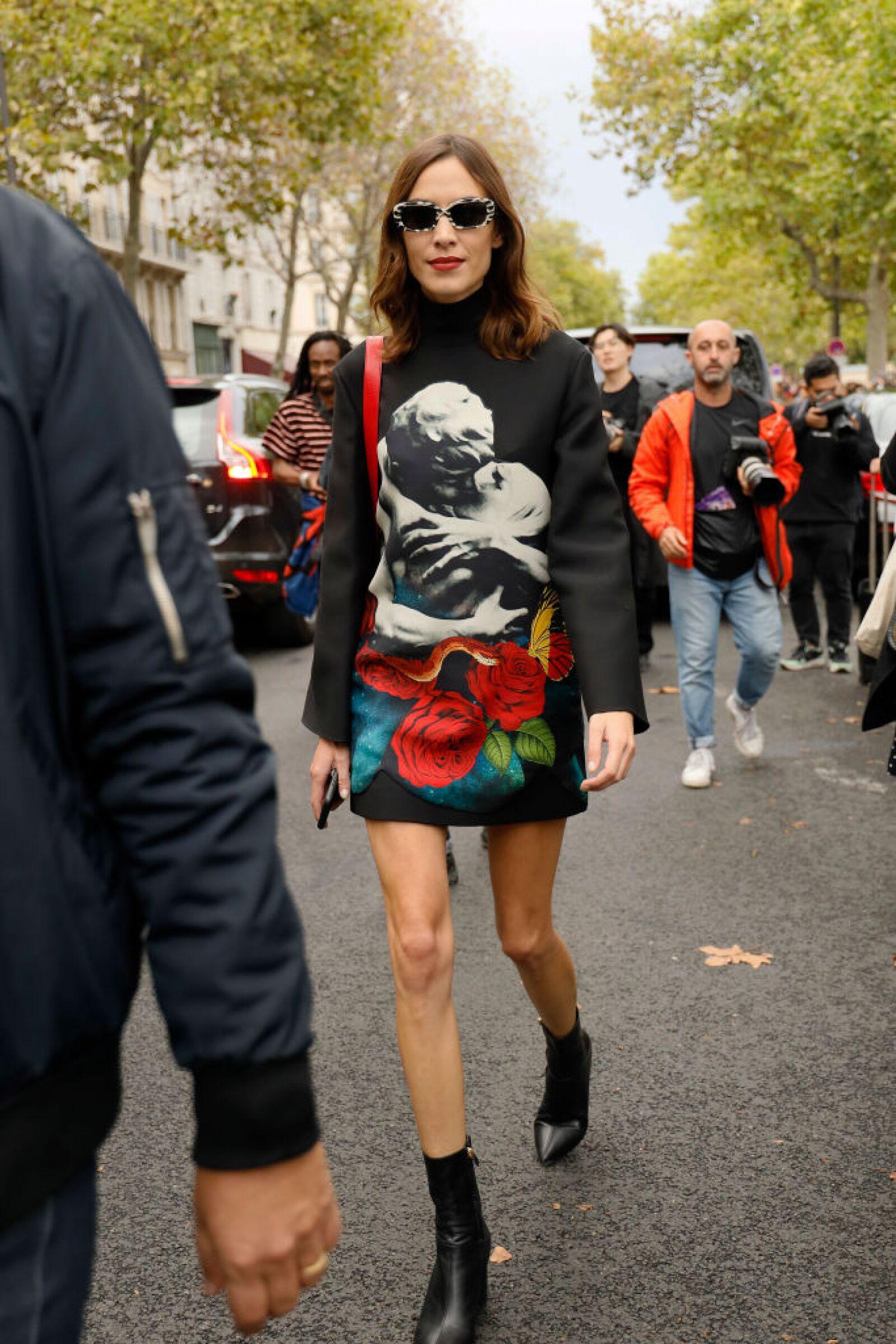 Street Style : Paris Fashion Week - Womenswear Spring Summer 2020 : Day Seven