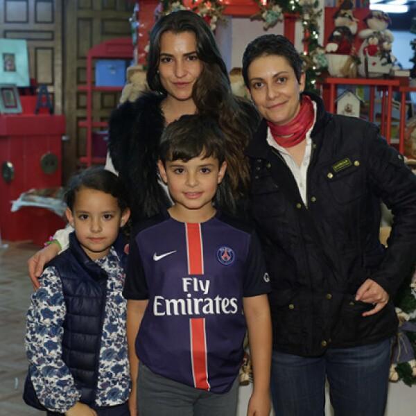 Isabel Arechederra,Carmen Salgado,Lucía y Javier Corzo
