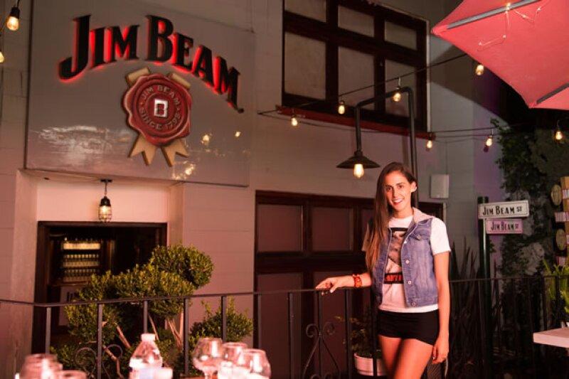 La Bourbon House de Jim Beam en México fue testigo de la presentación del clip de la guapa cantante en compañía de numerosos familiares, amigos y seguidores.
