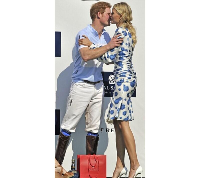 Con un beso de Karolina Kurkova y un partido de polo con causa el Príncipe se despidió del país norteamericano. Olivia Palermo y Valentino estuvieron también entre los exclusivos invitados al evento.