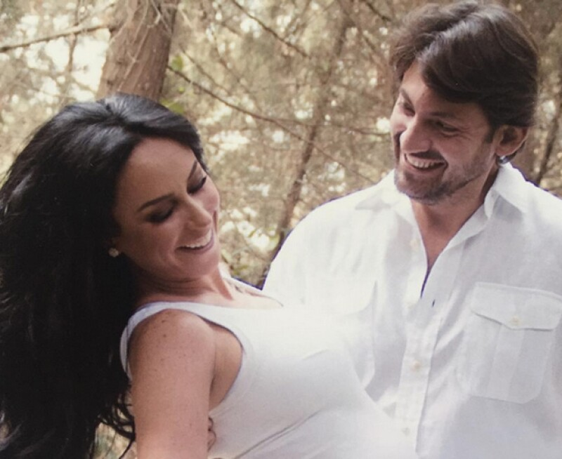 Víctor Manuel Álvarez llegó a los 40 años, motivo por el que su guapa esposa le organizó un festejo lleno de sorpresas, música de Pandora y grandes amigos como Claudia Álvarez y Galilea Montijo.