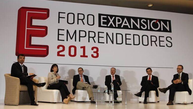 Los participantes de la segunda mesa del Foro Expansión Emprendedores 2013 ' Innovar. ¿La misión imposible en México?' cuestionan las políticas públicas y el clima de negocios en México para impulsar a los emprendedores.
