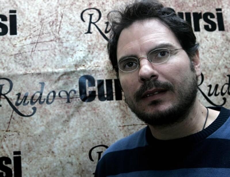 Carlos Cuarón dirigió a Kirsten Dunst en un cortometraje.