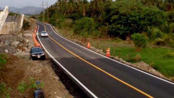 Paso provisional al puente El Cuajilote, en Guerrero