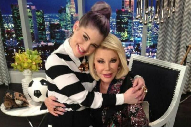 Kelly Osbourne compartió hoy esta foto junto a Joan.