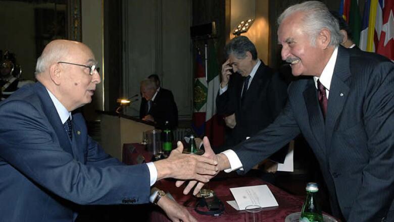 El 11 de diciembre de 2006, el entonces presidente de Italia, Giorgio Napolitano se reunió con Carlos Fuentes en las celebraciones por el 40t aniversario del Instituto Latinoamericano.