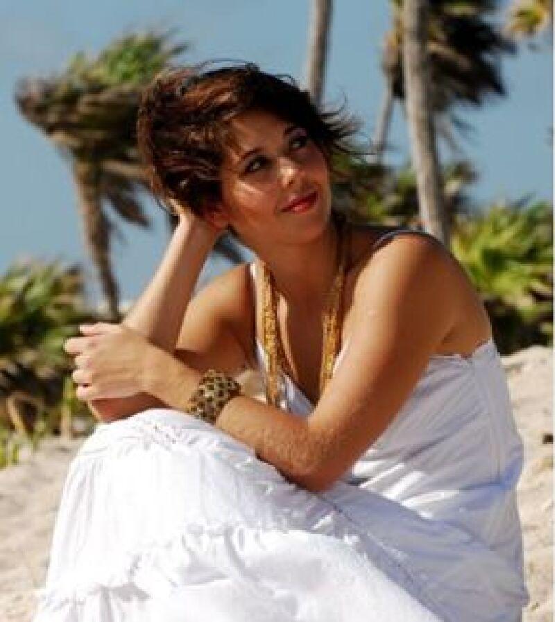 La hija del cantante Emmanuel espera poder consolidar su carrera de actriz en cine, teatro y TV.