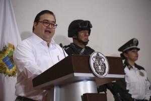 Javier Duarte reiteró el apoyo al presidente municipal de Papantla, Marcos Romero, para implementar el Mando Único en la entidad.